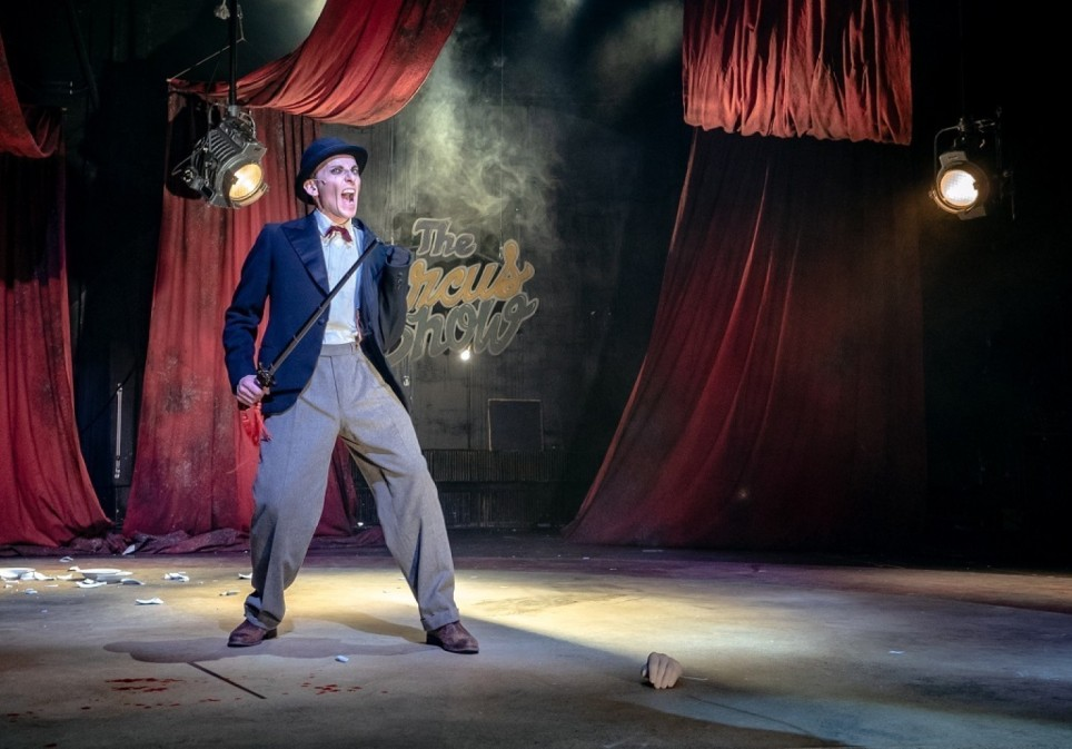 Lion – The Weird And Magical Abracadabra Circus Show